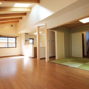 奈良で敷地を活かした木の家設計なら平野木材 リビング