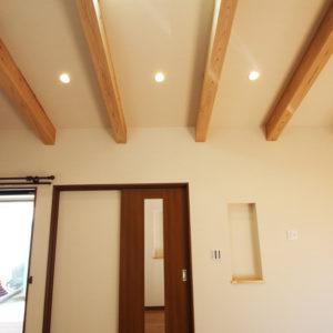 奈良で敷地を活かした木の家設計なら平野木材 照明 ドア