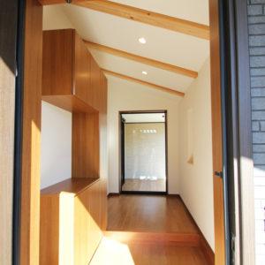 奈良で敷地を活かした木の家設計なら平野木材 玄関