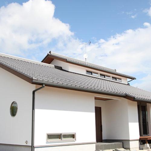 奈良の広いリビングの木の家なら平野木材