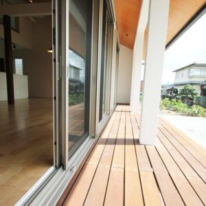 奈良の広いリビングの木の家なら平野木材 縁側