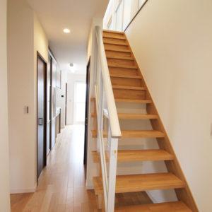 奈良の広いリビングの木の家なら平野木材 階段