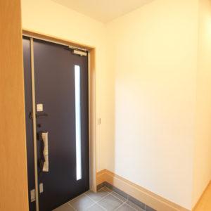 奈良で金属サイディングの木の家なら平野木材 玄関