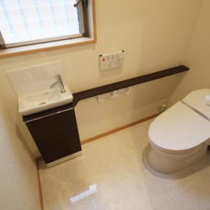 奈良で金属サイディングの木の家なら平野木材 トイレ