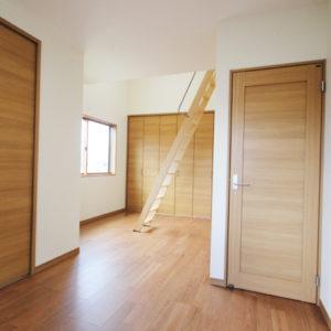 奈良でさくら無垢の木の家 洋室平野木材