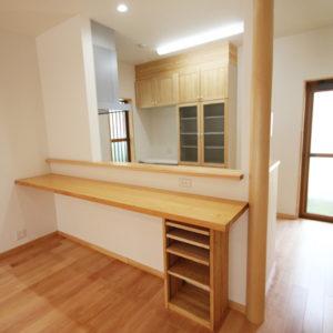 奈良でさくら無垢の木の家 カウンターキッチン平野木材