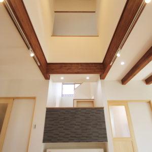 奈良でさくら無垢の木の家 吹き抜け平野木材