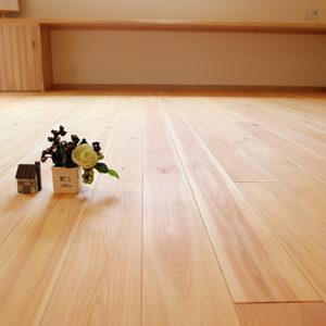 奈良でひのき無垢材の木の家 床平野木材
