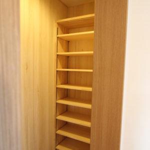 奈良で構造にひのき無垢材の木の家なら平野木材 造作棚