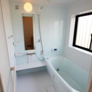 奈良で構造にひのき無垢材の木の家なら平野木材 バスルーム
