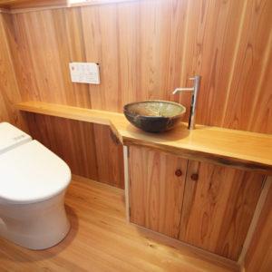 奈良で奈良の木を使った家なら平野木材 トイレ