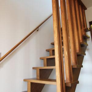 奈良で奈良の木を使った家なら平野木材 階段