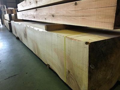 名古屋へ初競り市材に材木の仕入れに平野木材