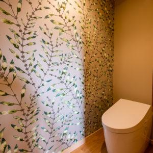 奈良で古民家旧家リフォームのToilet輸入壁紙なら平野木材