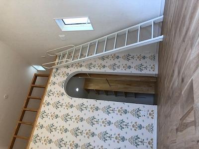 奈良で平屋の木の家輸入壁紙なら平野木材