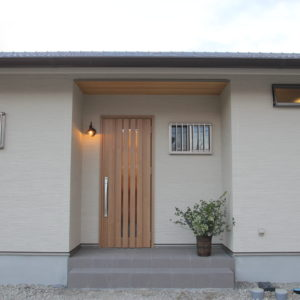 奈良で注文住宅の木の家玄関なら平野木材