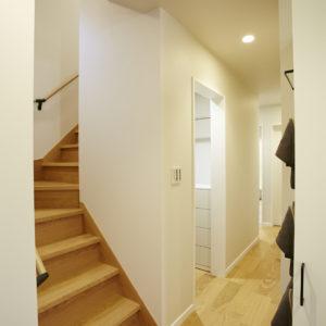奈良で玄関階段収納なら平野木材