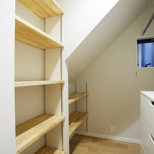 奈良で木の家注文住宅階段下収納なら平野木材