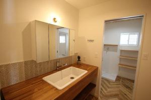 奈良で木の意注文住宅の造作洗面台なら平野木材