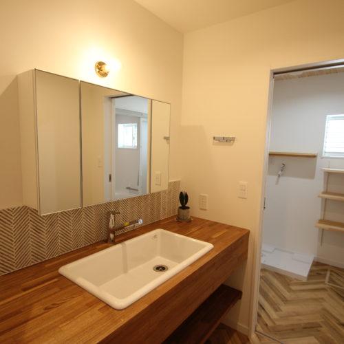 奈良で木の家注文住宅造作洗面室なら平野木材