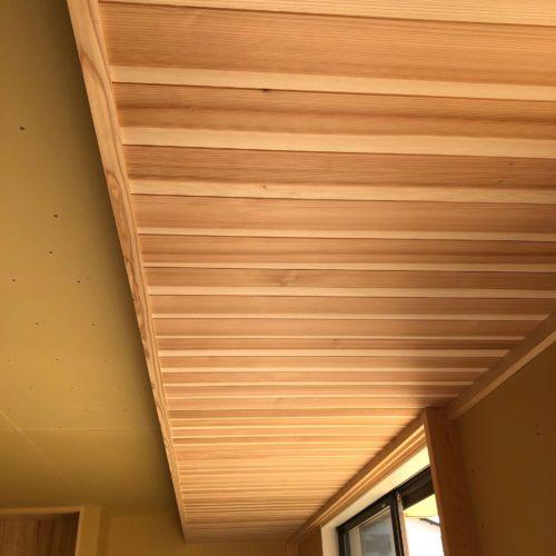 奈良で木の家注文住宅のリビング天井板張りなら平野木材